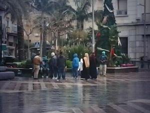 Un momento de la concentración de inmigrantes sirios en Ceuta / Foto: @rbaezruiz