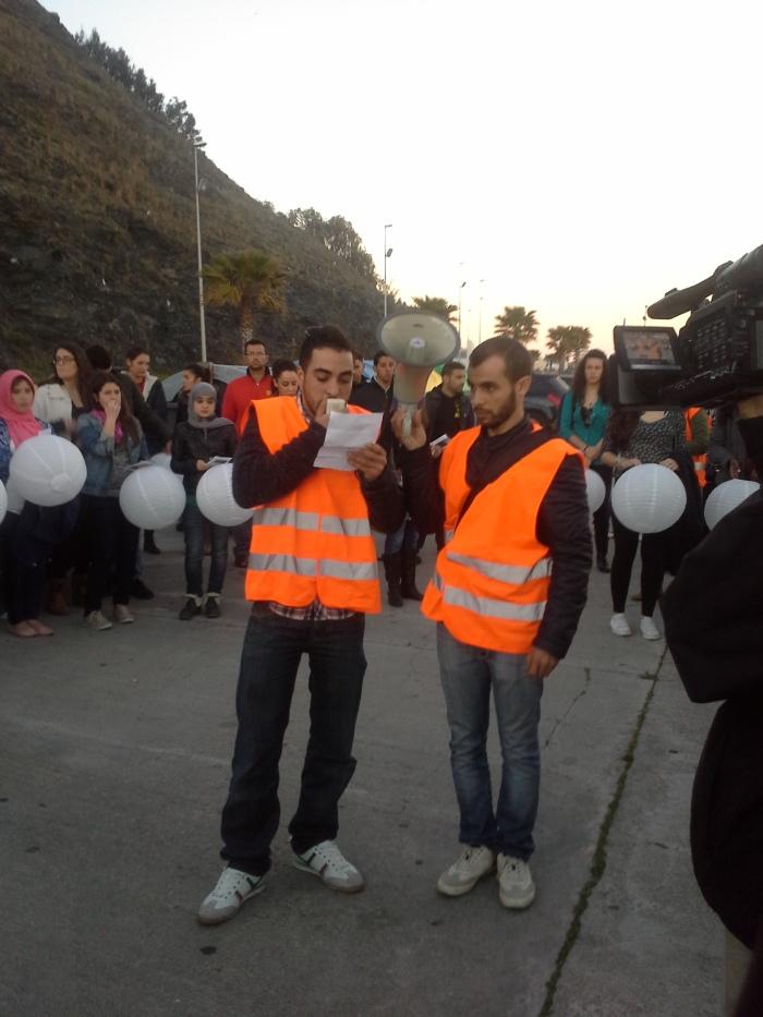 Los organizadores de Marcha Tarajal leen los motivos por los que se desarrolla la misma