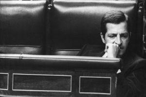 Adolfo Suarez en su escaño en el Congreso