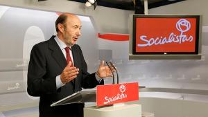 Rubalcaba comparece para anunciar que se va / Foto: PSOE