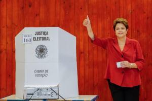 Dilma Rousseff ejerciendo su derecho a voto / Foto: @dilmabr