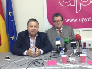 El eurodiputado Enrique Calvet (derecha) junto al candidato por Ceuta de UPyD / Foto: @LOrtizGomez